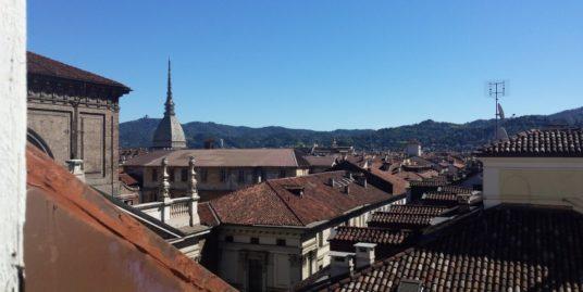 Via Lagrange pressi piazza San Carlo in stabile d'epoca signorile monolocale mansardato